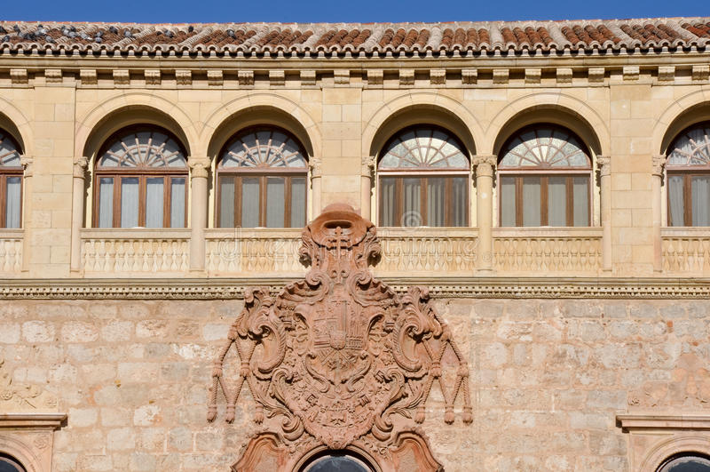 Ärkebiskop slott, Alcala de Henares (Spanien) royaltyfri fotografi