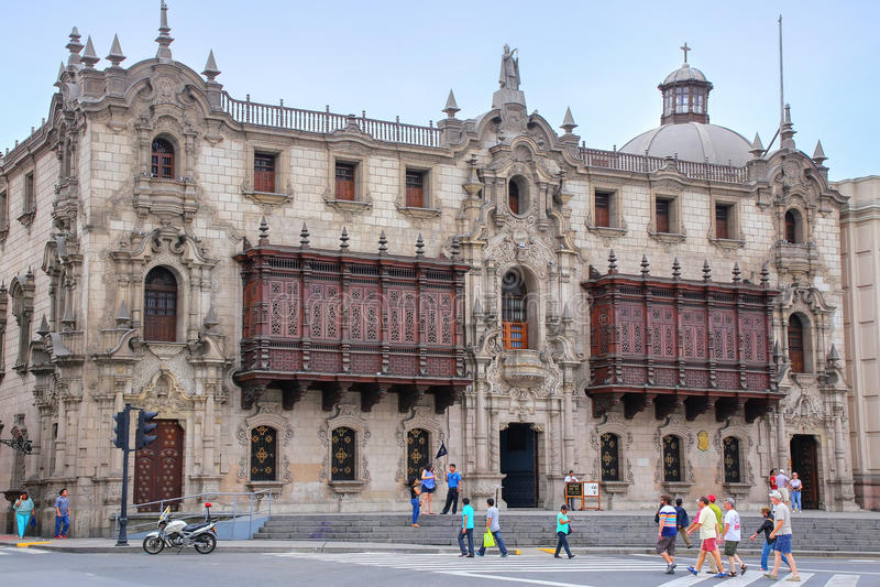 Ärkebiskops slott på Plazaborgmästare i Lima, Peru fotografering för bildbyråer