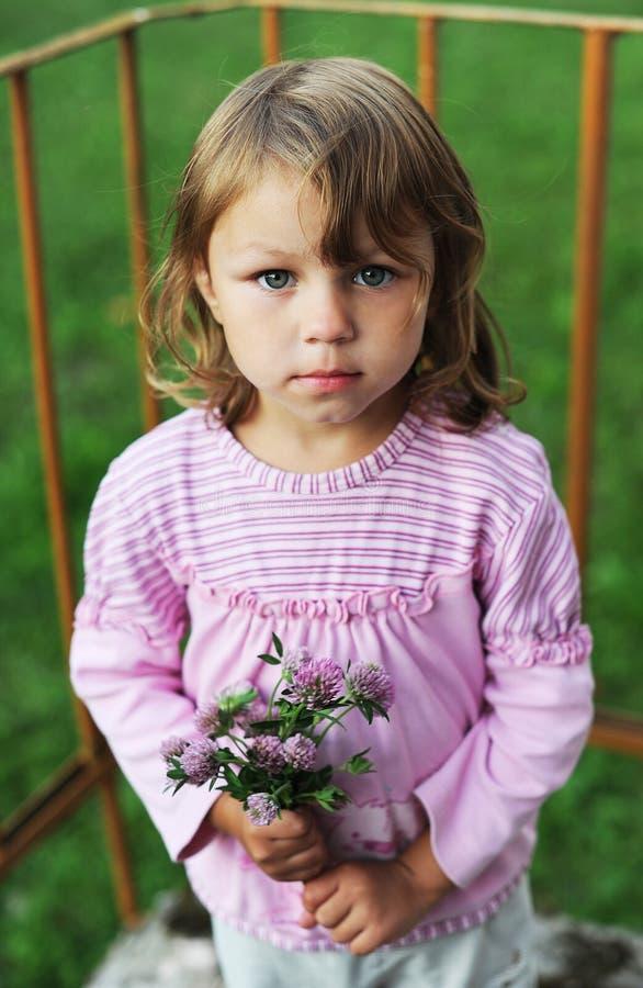 Ärlig blick av barnet arkivbilder