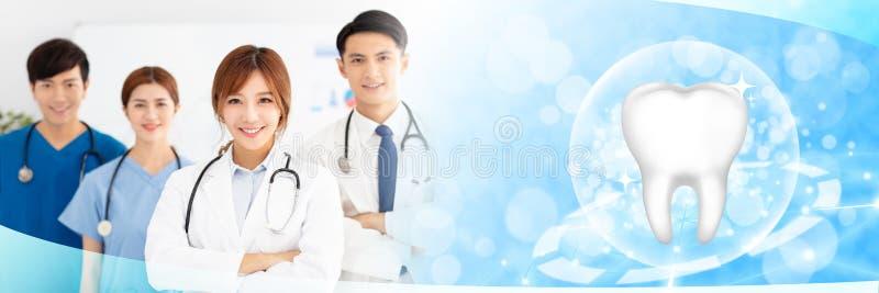 Ärzte mit gesunden Zahnkonzepten stockfotos