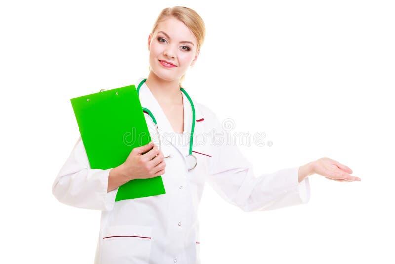 Ärztin im Laborkittel mit Stethoskop medizinisch lizenzfreie stockfotos