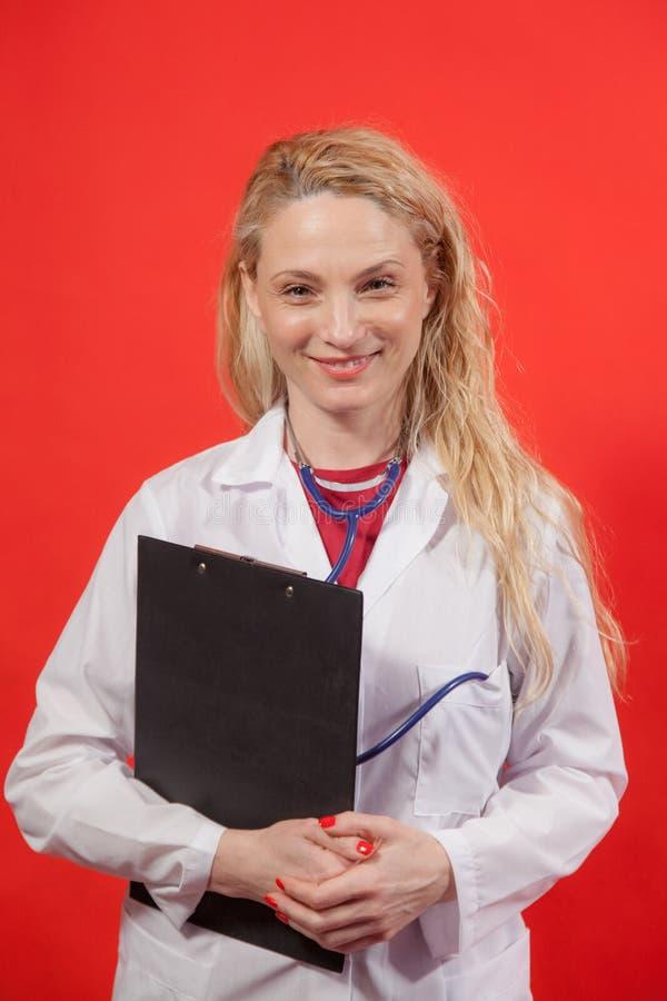 Ärztin Portrait Folder stockbild