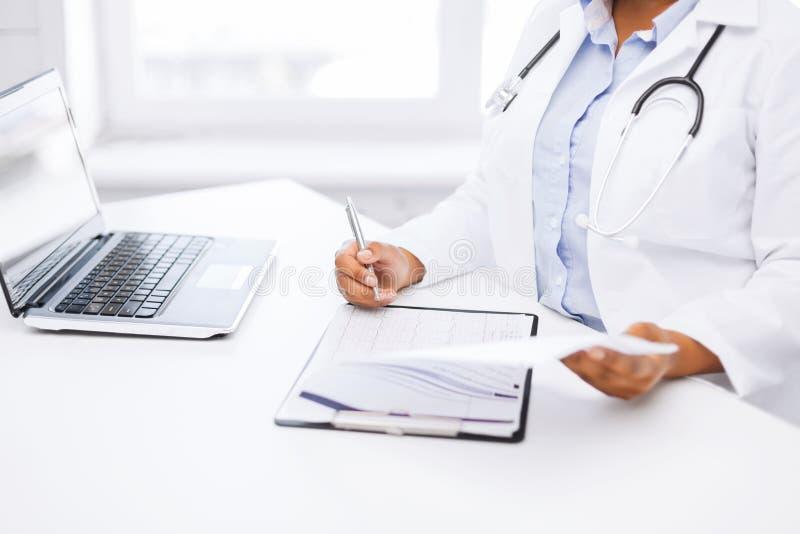 Ärztinschreibensverordnung lizenzfreie stockfotografie