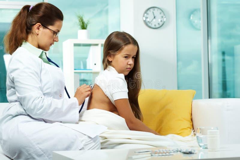 Ärztliche Behandlung lizenzfreies stockbild