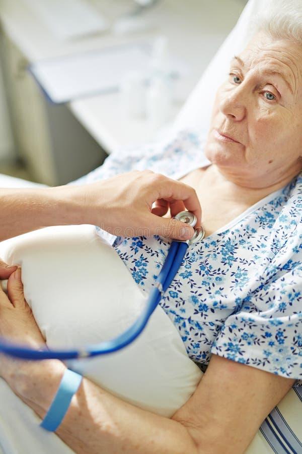 Ärztliche Behandlung lizenzfreie stockfotografie