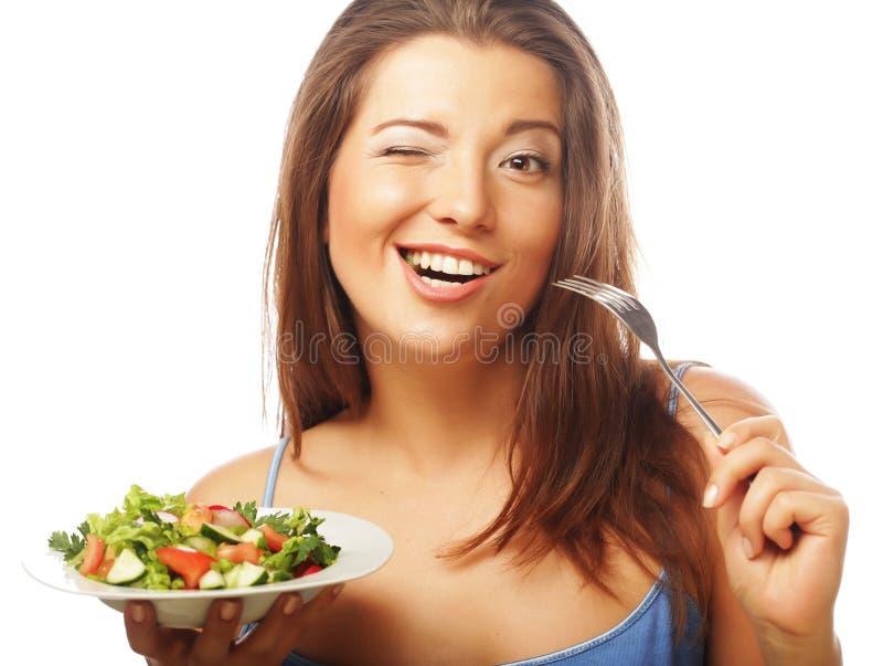 äta den lyckliga salladkvinnan royaltyfri fotografi