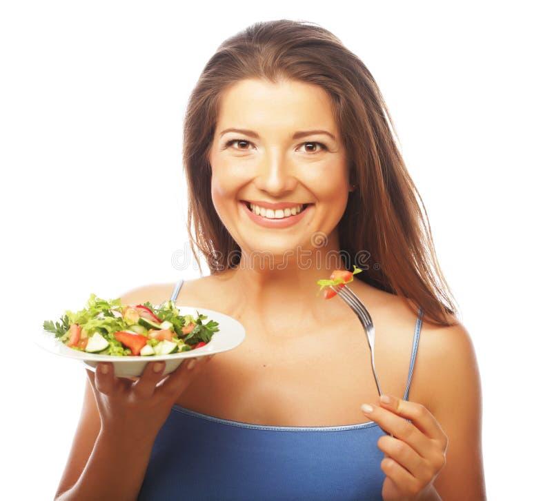 äta den lyckliga salladkvinnan arkivfoto