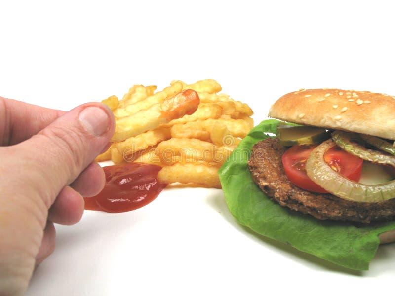 Äta fastfood arkivbild