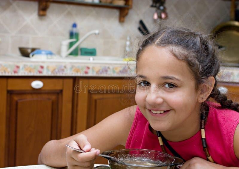 äta flickasoup arkivfoton