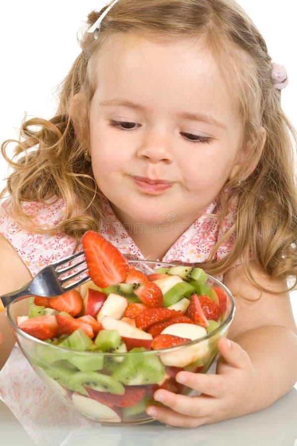 äta fruktflickan little sallad royaltyfri fotografi