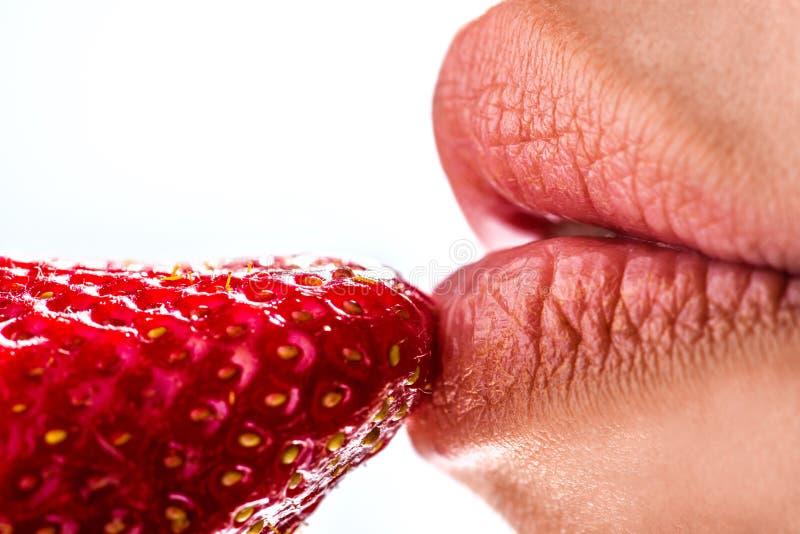 äta jordgubbekvinnan fotografering för bildbyråer