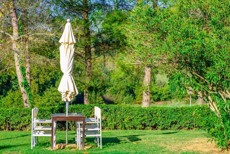 äta middag för område som är utomhus- royaltyfri fotografi