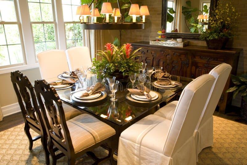Download äta middag herrgårdlokal fotografering för bildbyråer. Bild av inomhus - 3537771