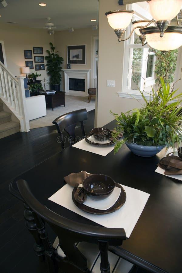 äta middag home lyxig lokal fotografering för bildbyråer