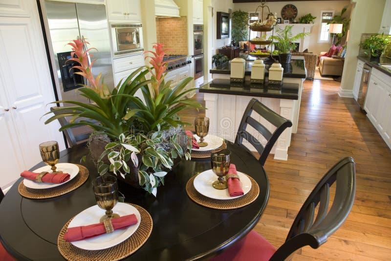 äta middag home lyxig tabell fotografering för bildbyråer