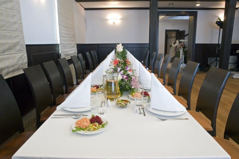 äta middag lång tabell arkivfoton