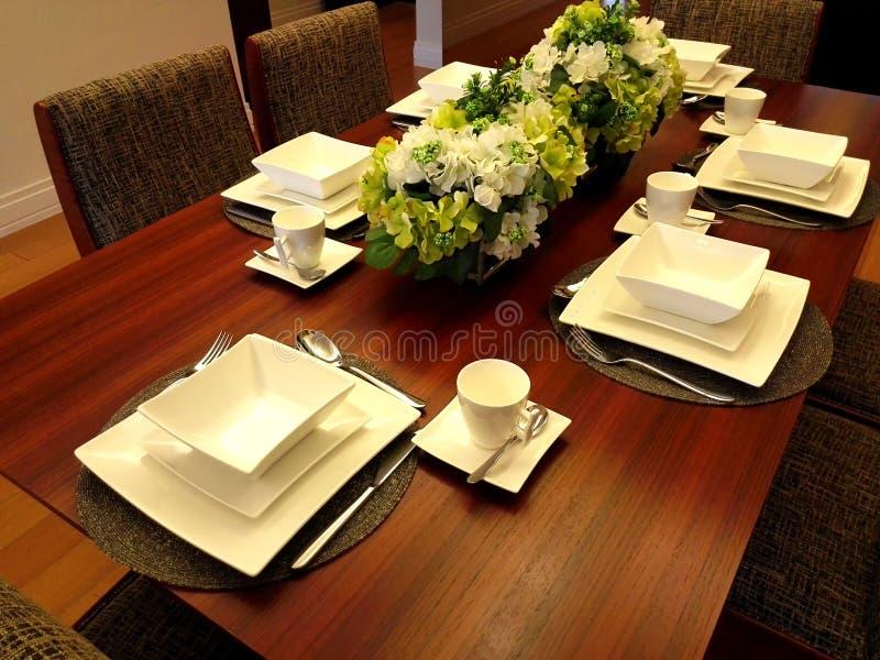 Äta middag tabellinställningen arkivbild