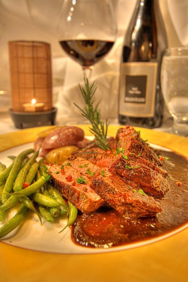 äta middag wine för restaurang för lamb för matställeentreefine royaltyfri fotografi