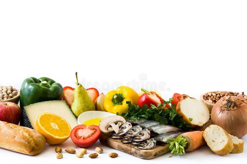 äta som är sunt banta medelhavs- Isolerade frukt och grönsaker royaltyfri fotografi