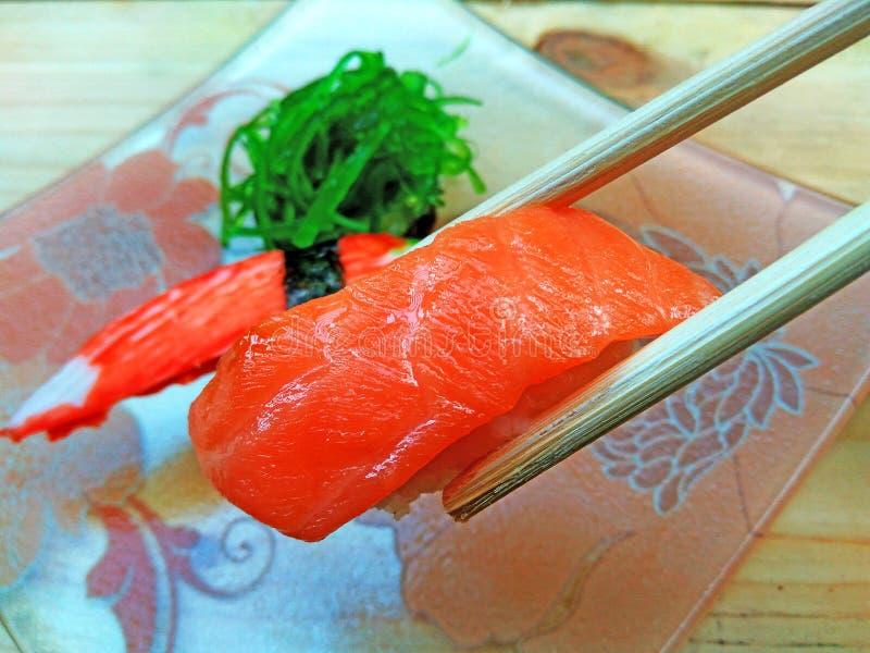 Äta sushijapanmat fotografering för bildbyråer