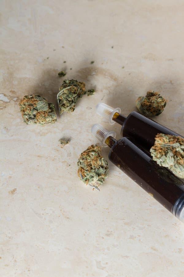 Ätherisches Öl gemacht vom medizinischen Hanf lizenzfreie stockfotografie