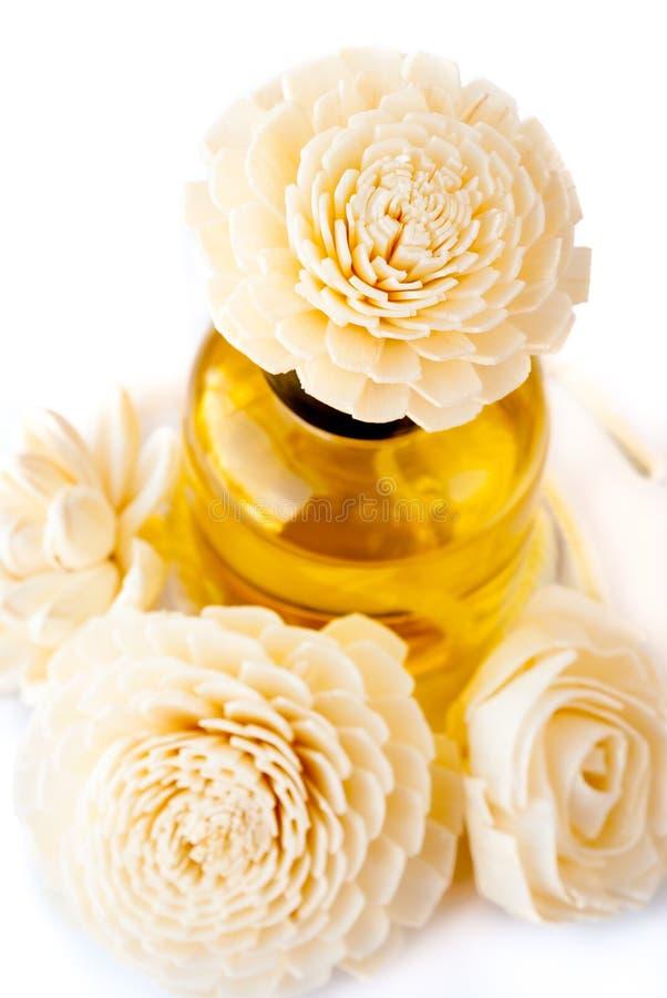 Ätherisches Öl mit handgemachter Blume Reed Diffusers stockfotos