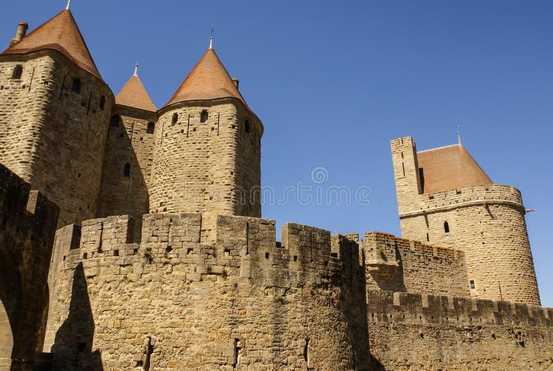 Äußere Wände von Porte Narbonnaise in Carcassonne in Frankreich lizenzfreies stockbild