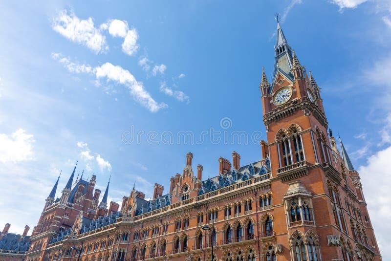 Äußeres Cross St Pancras Königs des internationalen Bahnhofs, London stockfotografie