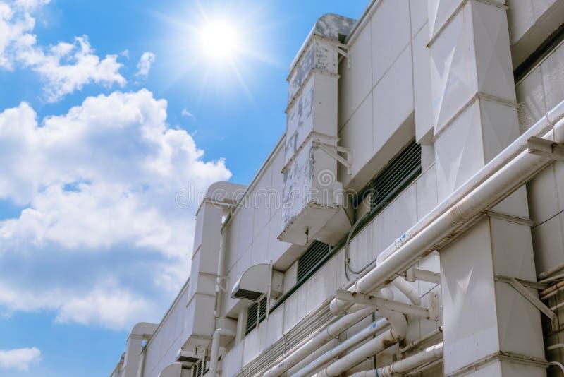 Äußeres des industriellen Luftstromes in der Fabrik, Lufteinlass stockfotos