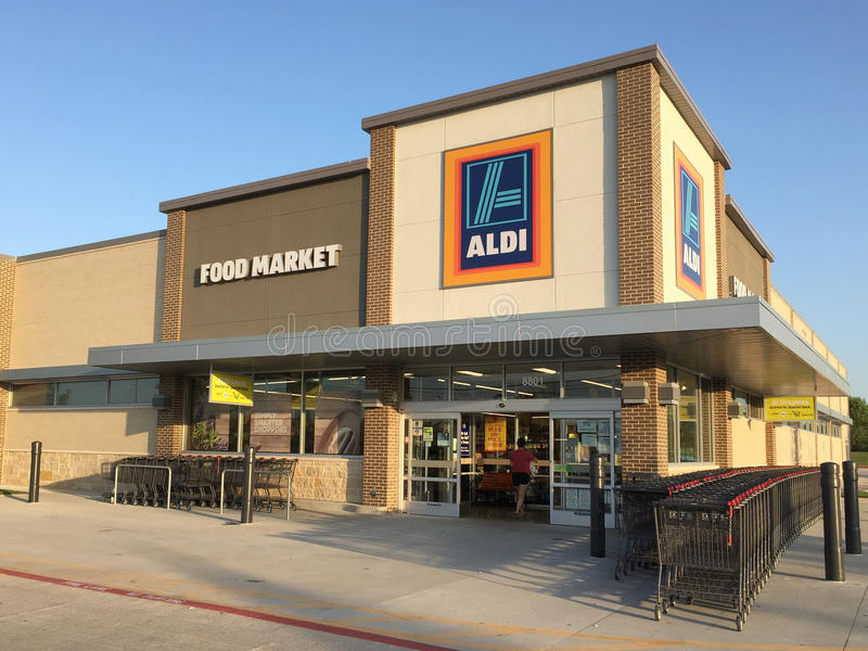 Äußeres des netten Fußmarktes ALDI in TX USA lizenzfreies stockbild