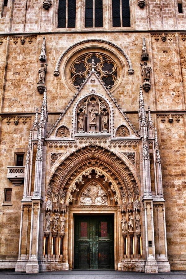 Äußeres einer Kathedrale in Zagreb, Kroatien stockbild