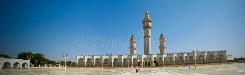 Äußeres von Touba-Moschee, Mitte von Beerdigung Mouridism und Cheikh Amadou Bambas placeTouba, Senegal lizenzfreies stockbild