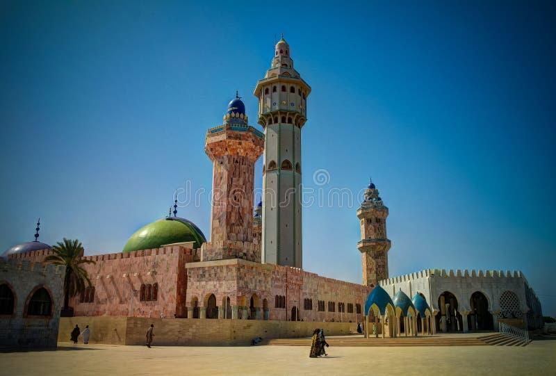 Äußeres von Touba-Moschee, Mitte von Beerdigung Mouridism und Cheikh Amadou Bambas setzt Touba, Senegal lizenzfreie stockbilder