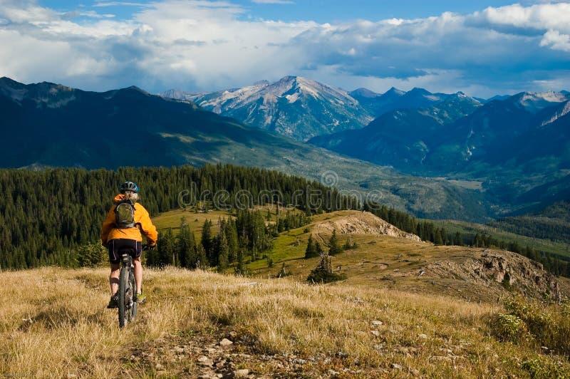 äventyra cykelberg royaltyfria foton
