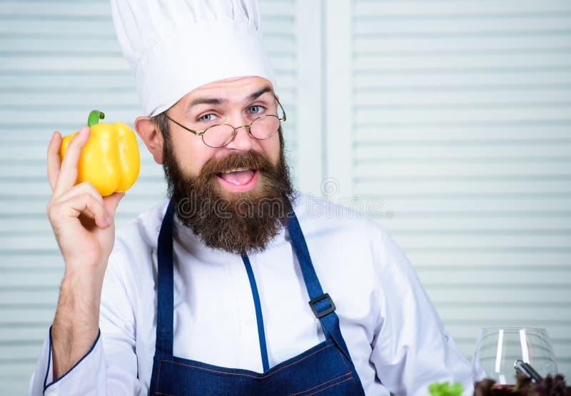 偏爱的食物质朴的例证向量 帽子的厨师人 秘密口味食谱 有胡子的人厨师在厨房里,烹饪 健康食物烹调 免版税库存图片