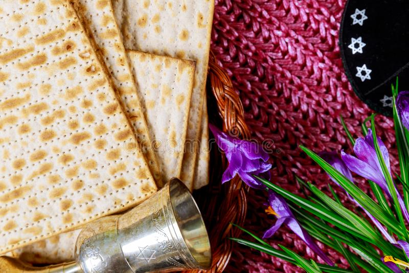 假日matzoth庆祝发酵的硬面犹太逾越节面包torah 图库摄影