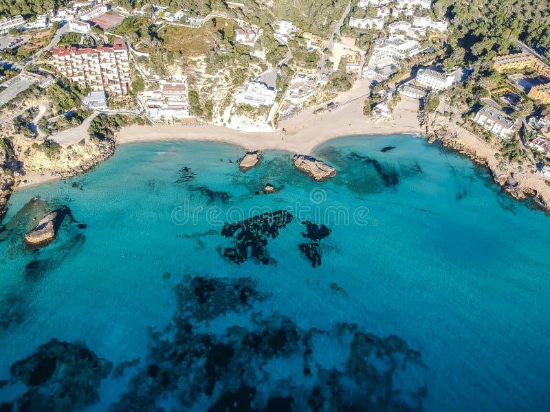 卡拉市Tarida海滩,伊维萨岛,西班牙 免版税库存图片
