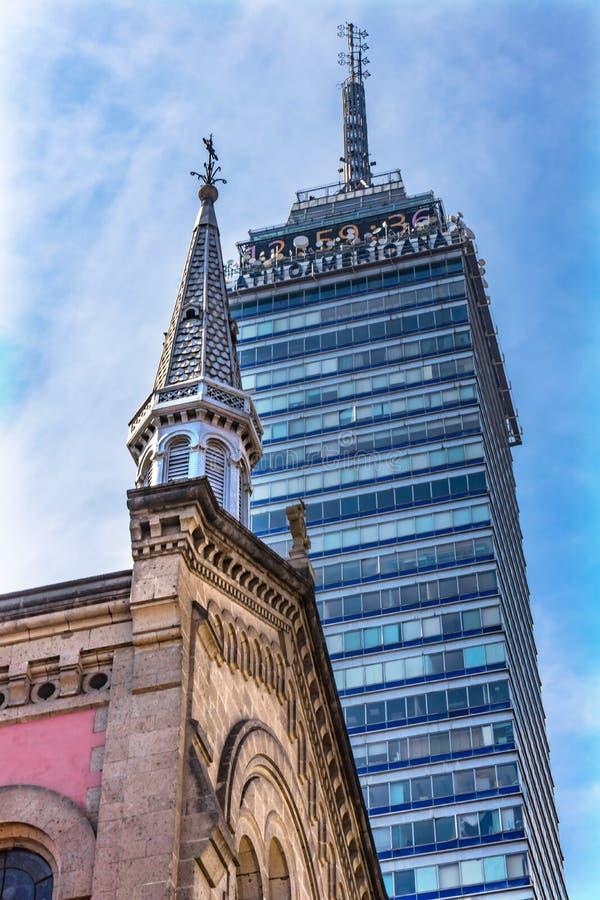 卡皮亚圣Fco教会摩天大楼马德拉街墨西哥城墨西哥 库存照片