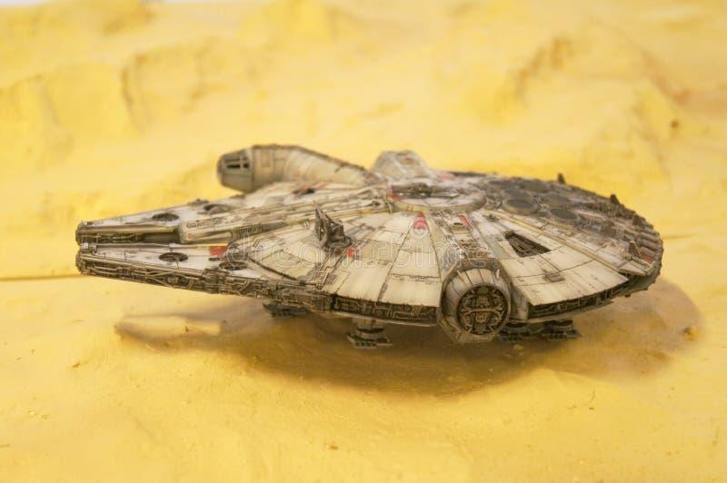 千年隼号从争霸特权电影的太空船比例模型  免版税库存图片