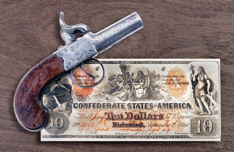 古色古香的手枪和同盟金钱 免版税库存照片