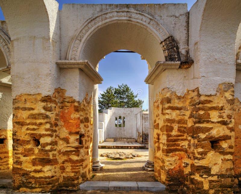 古老教会废墟 免版税库存照片
