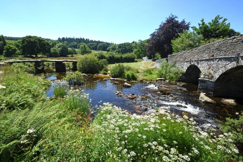 古老石拍板桥梁,达特穆尔,英国 图库摄影