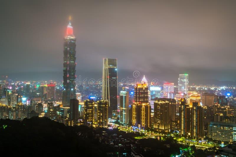台北地平线在晚上 E 免版税图库摄影