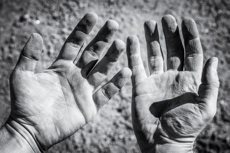 受伤的手在辛苦以后 免版税库存图片