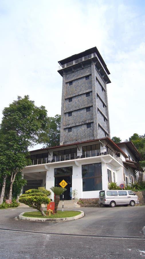 吉打,凌家卫岛,马来西亚- 2015年4月09th日:观点在Gunung Raya山、旅馆和塔顶部 库存图片