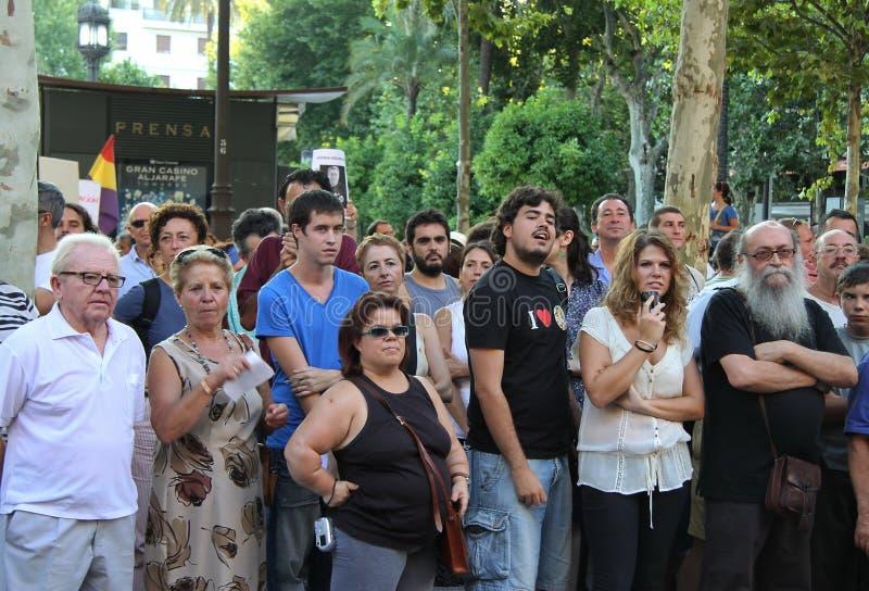 塞维利亚居民的行动支持公共交通工具的 库存图片