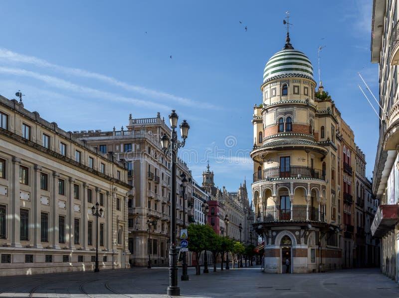 塞维利亚,西班牙空的街道  免版税库存图片
