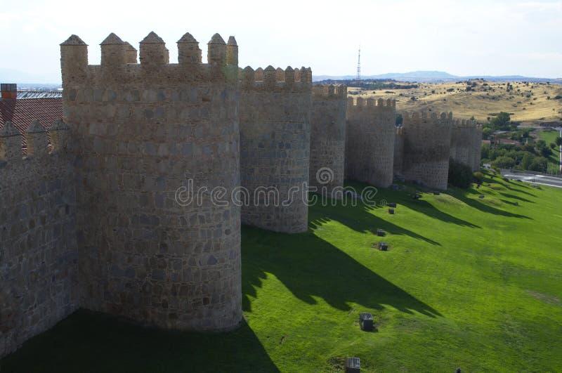 墙壁包围的阿维拉市 中世纪的城市 中世纪墙壁和塔 awakener 利昂 西班牙 库存图片