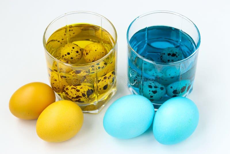 复活节彩蛋黄色和蓝色 春天教会假日 免版税图库摄影