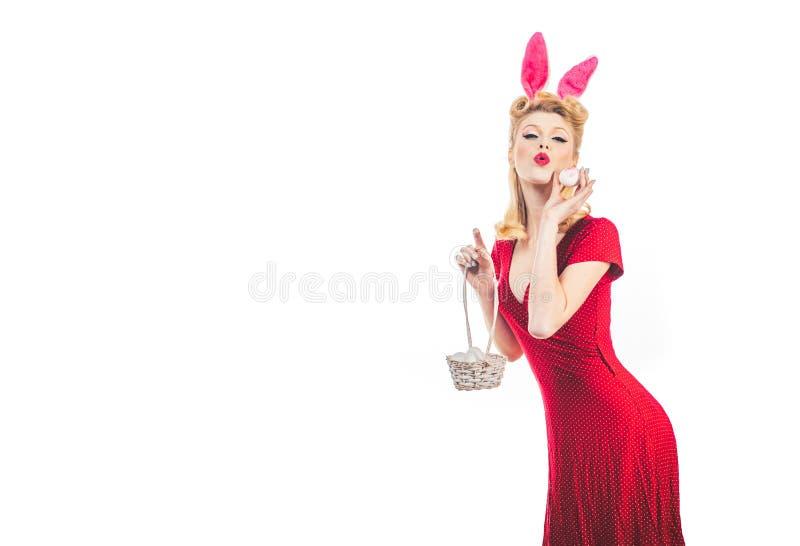 复活节的Pin 兔子服装的可爱的妇女 愉快的妇女为复活节做准备 兔宝宝耳朵的画报妇女有复活节的 免版税图库摄影